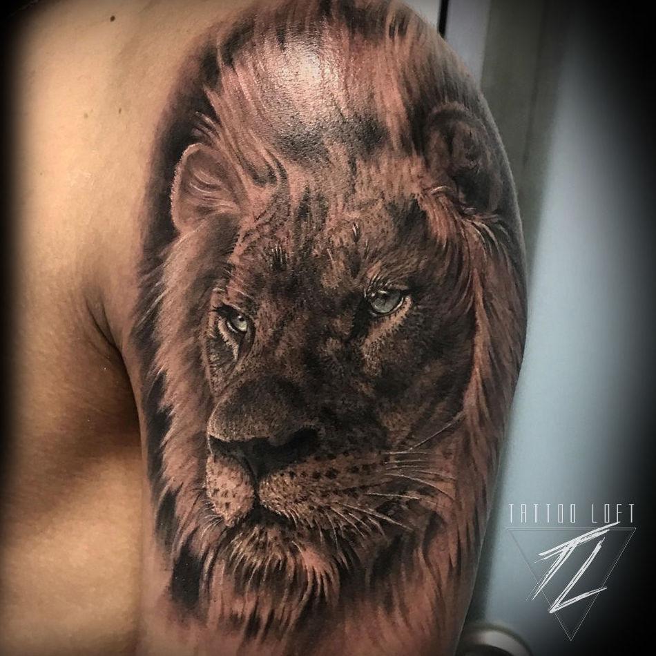 Tatuaje realismo león Carabanchel