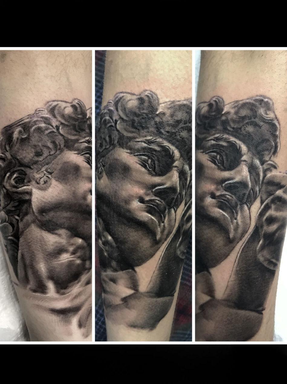 Foto 2 de Estudio artístico de tatuaje en  | Tattoo Loft