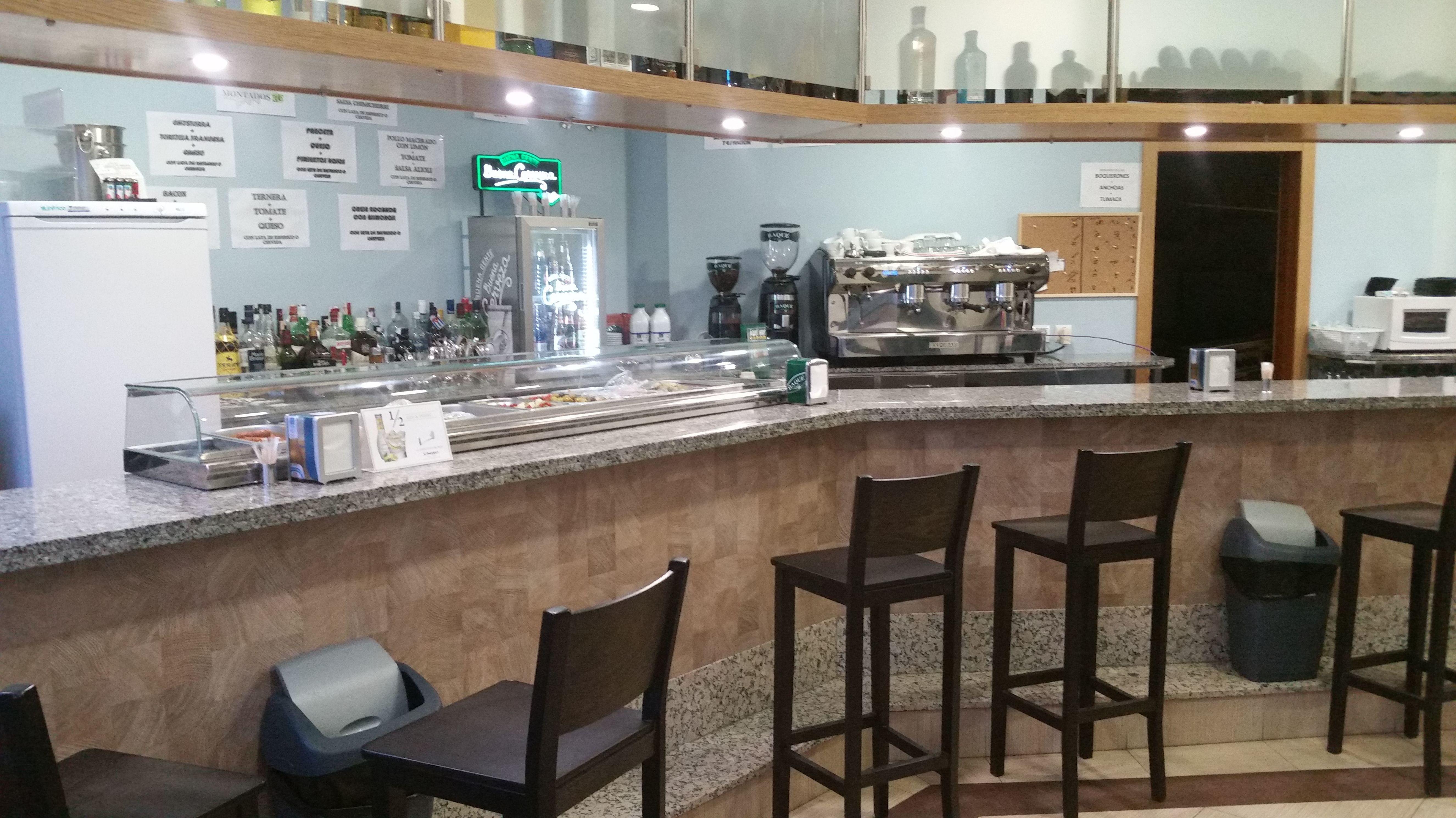 Vista de la barra del bar