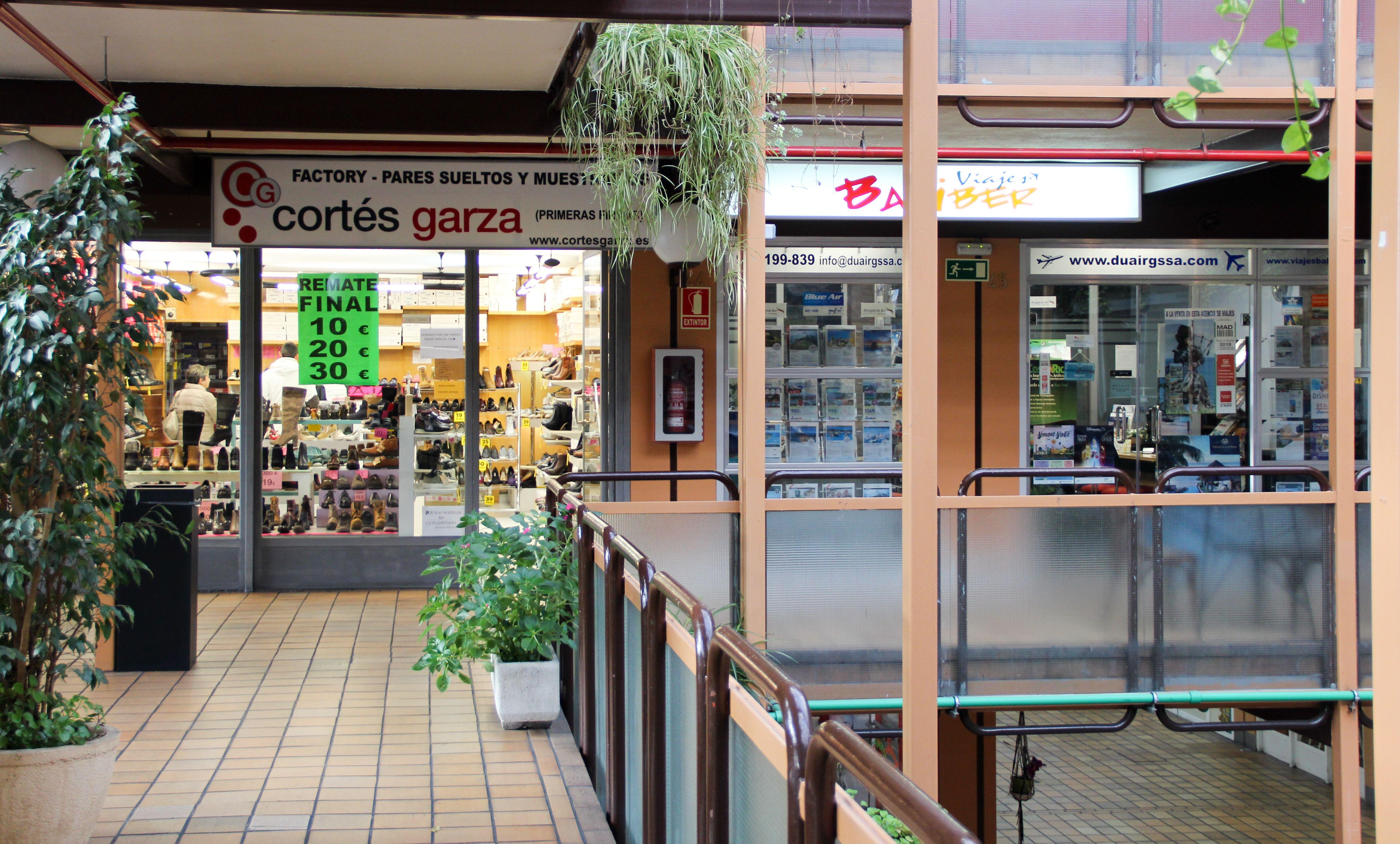 Zapatería y agencia de viajes también encontrarás en el Zoco de Villalba