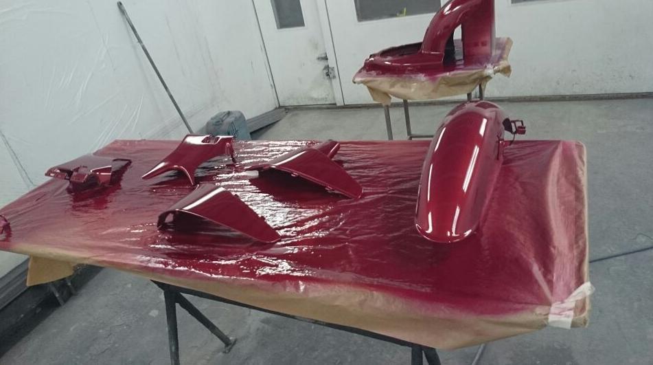 Secado de piezas tras su restauración y pintado en Autochapa 2000