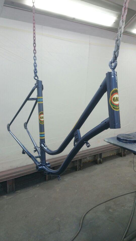 Restauración de cicicleta en Autochapa 2000