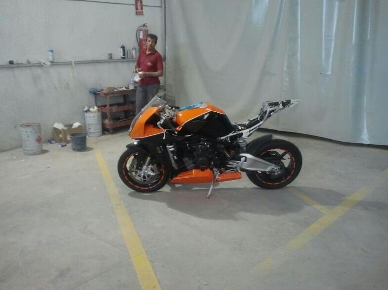 Restauración y pintura de moto en Autochapa 2000