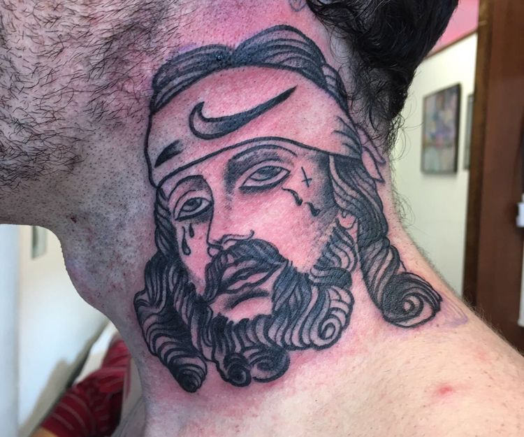 Tatuaje para el cuello