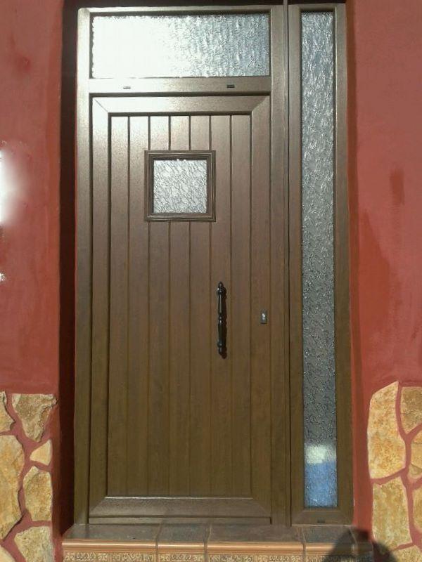 Puerta principal, modelo ip3c (imitacion madera, nogal)