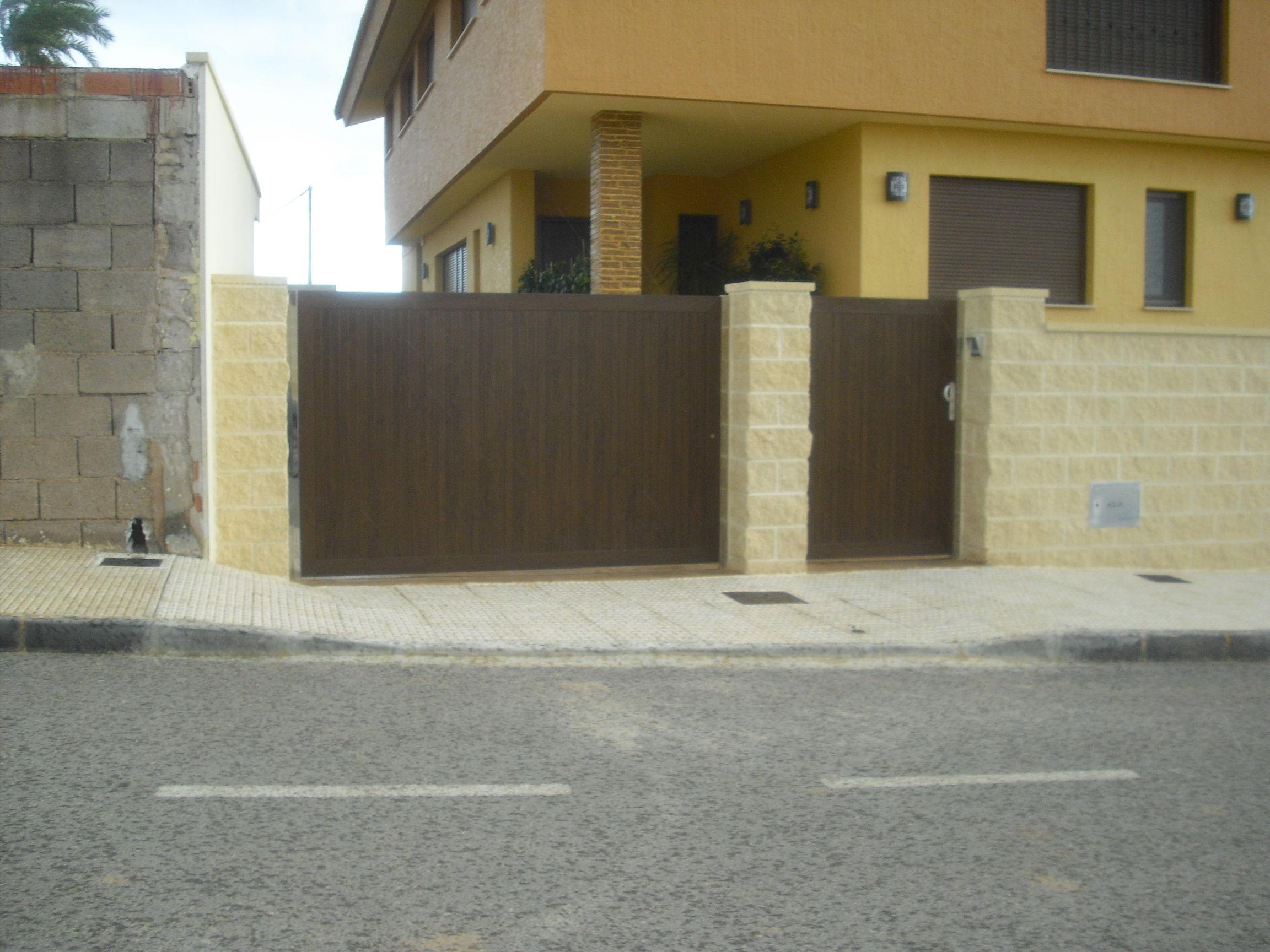 Puertas de jardin (imitacion madera, nogal)