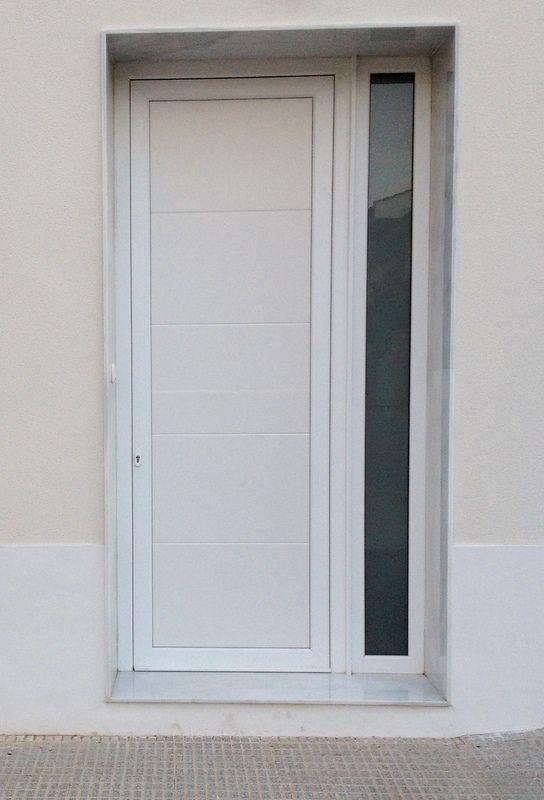 Puerta principal (modelo toro, 4 hendiduras horizontales)