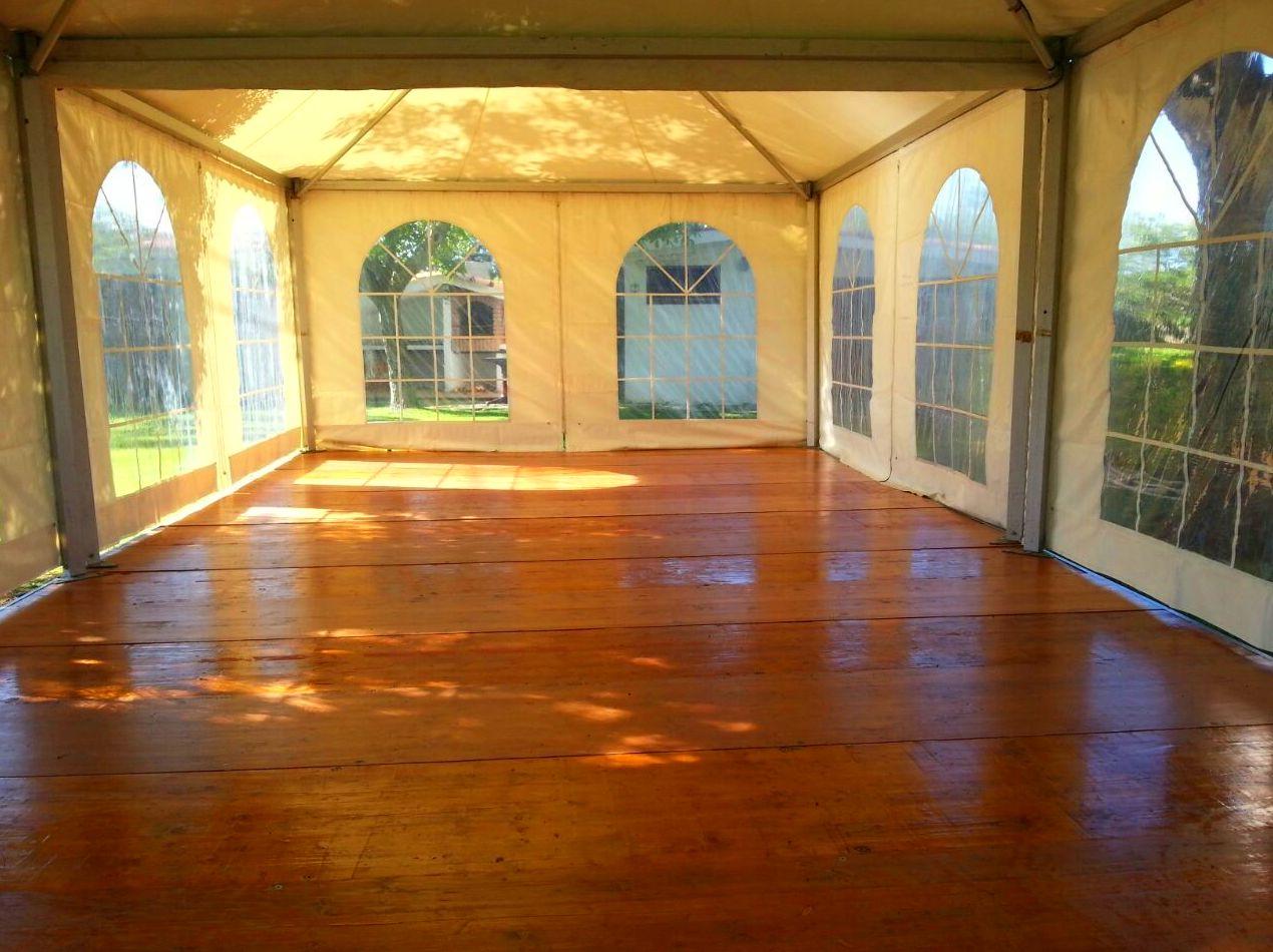 Interior 2 Jaimas 50 m2 con suelo de parquet