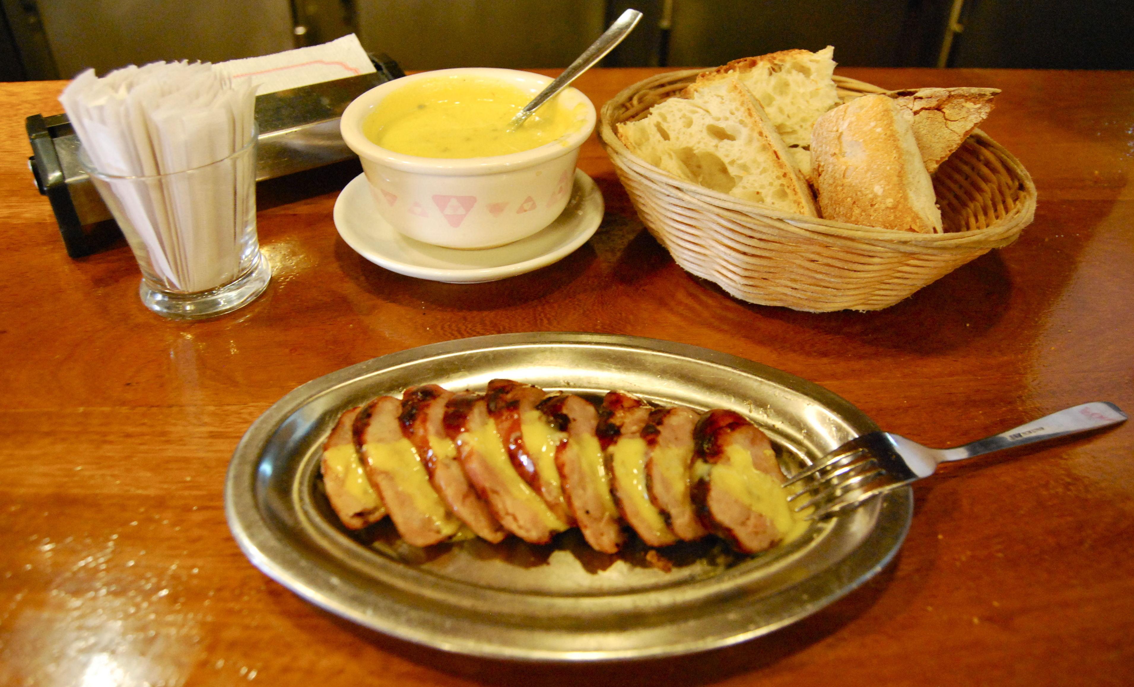 Chorizo Criollo con salsa - Parrillada Buenos Aires A Coruña