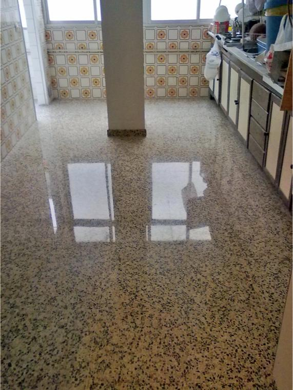 suelo terrazo cocina con tratamiento antimanchas
