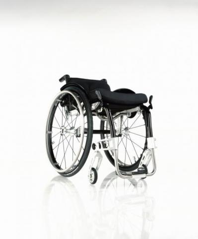 Silla de ruedas con chasis ligero fijo