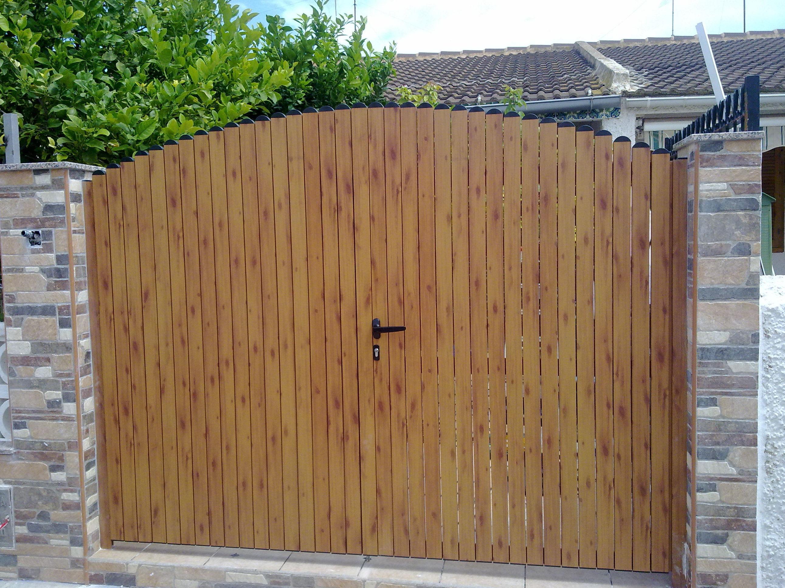 Puerta de aluminio de imitación a madera