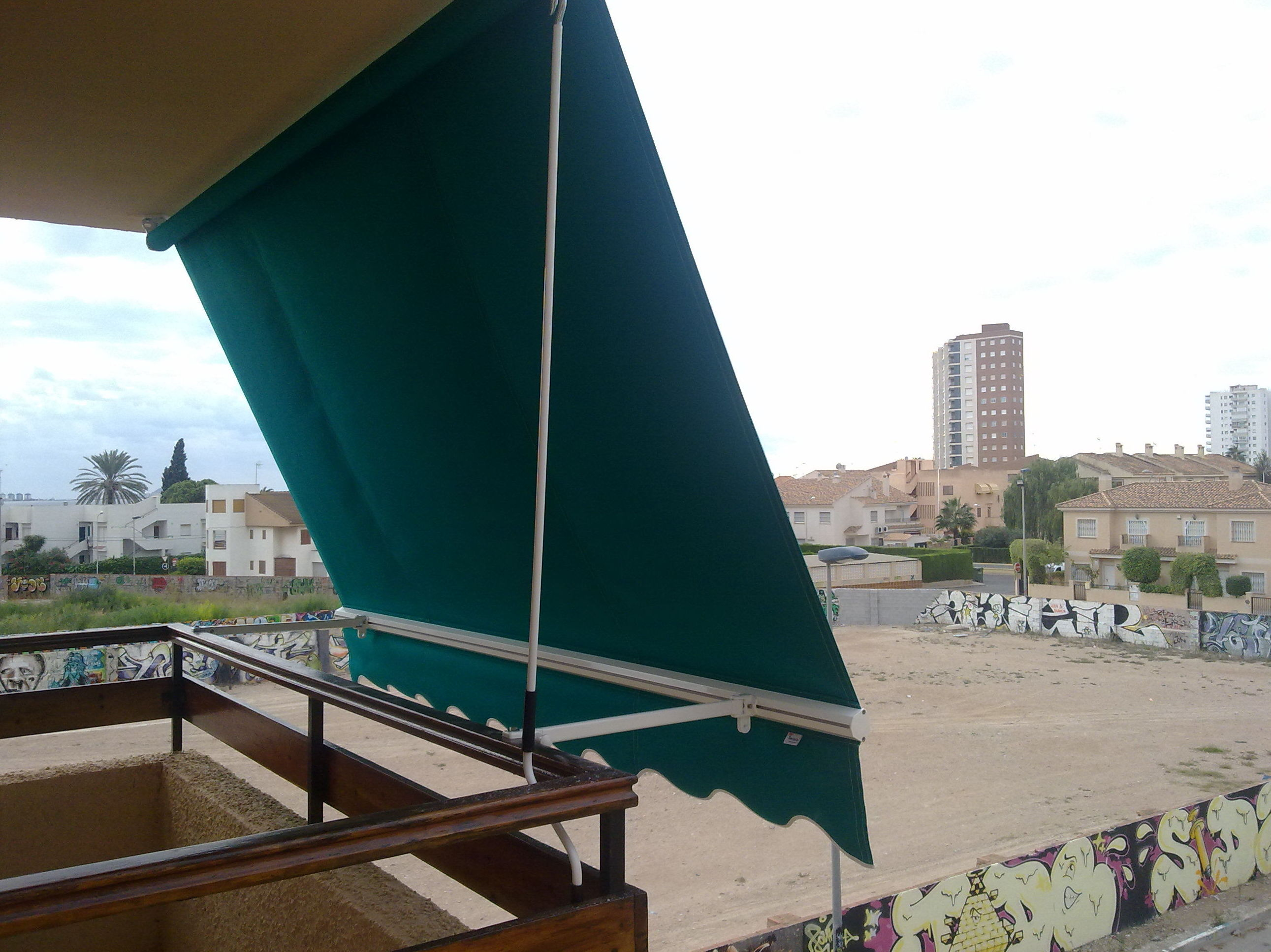 Instalación de toldo de balcón