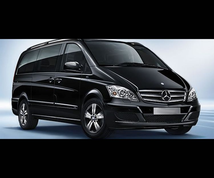 Car rental with driver for bachelor and bachelorette parties in Palma de Mallorca