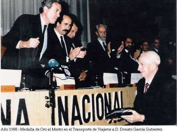 1988 - Medalla de Oro al Mérito del Transporte al fundador Donato