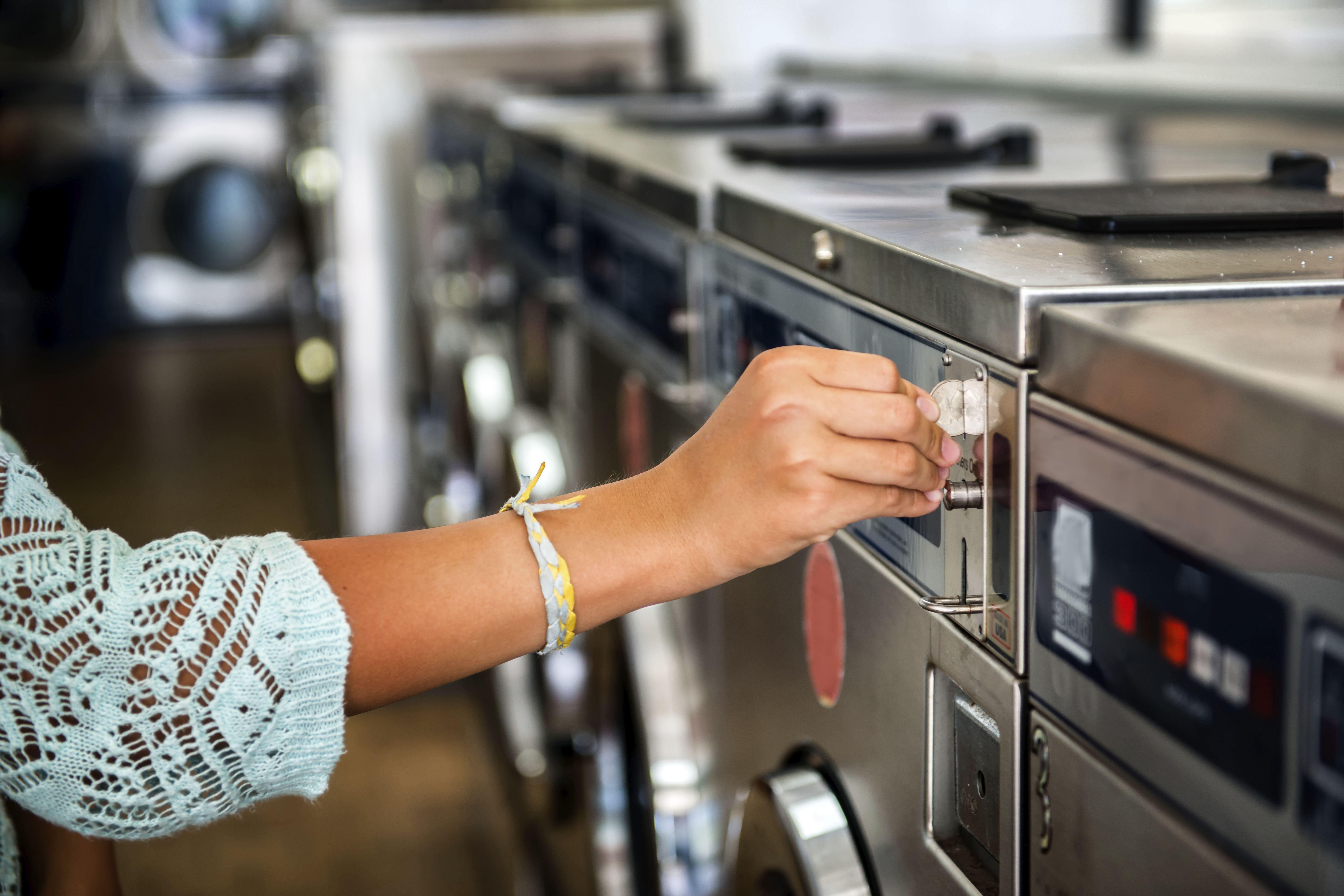 Venta e instalación de lavadoras industriales de moneda
