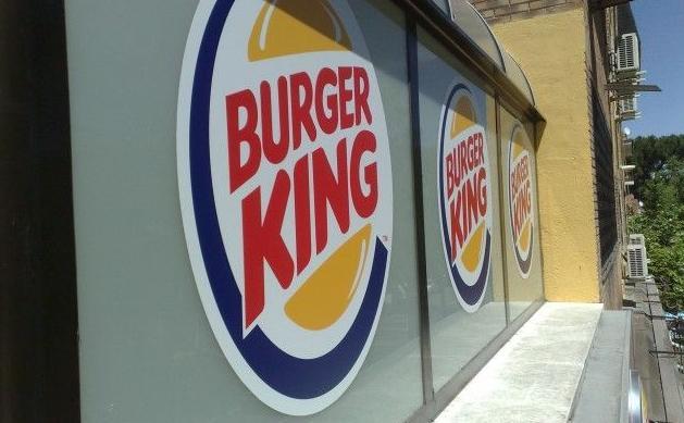 Instalación de rótulos para Burger King