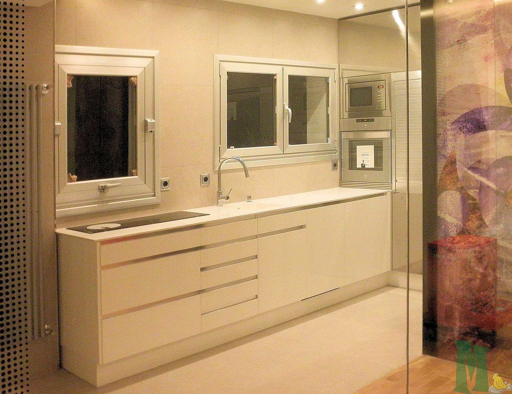 Montaje mueble de cocina y electrodomesticos