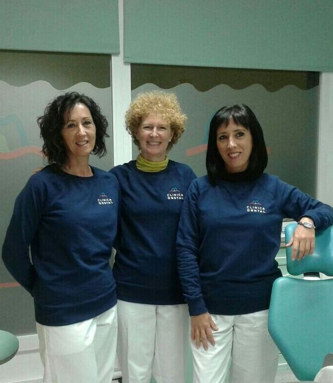 Clinica Dental Amparo Magraner }}