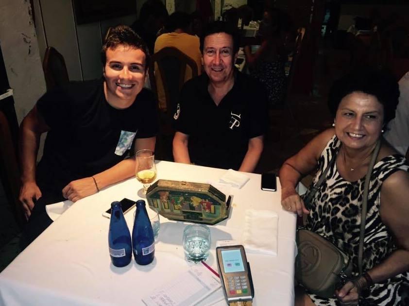 Familia cenando en nuestro restaurante