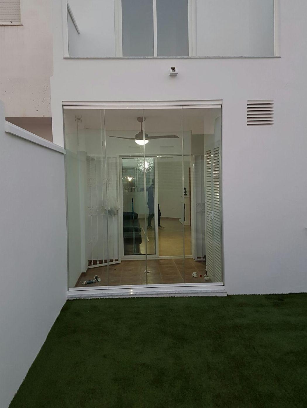 Foto 68 de Cerramientos y techos de cristal en El Ejido | Acristalamientos Diansa