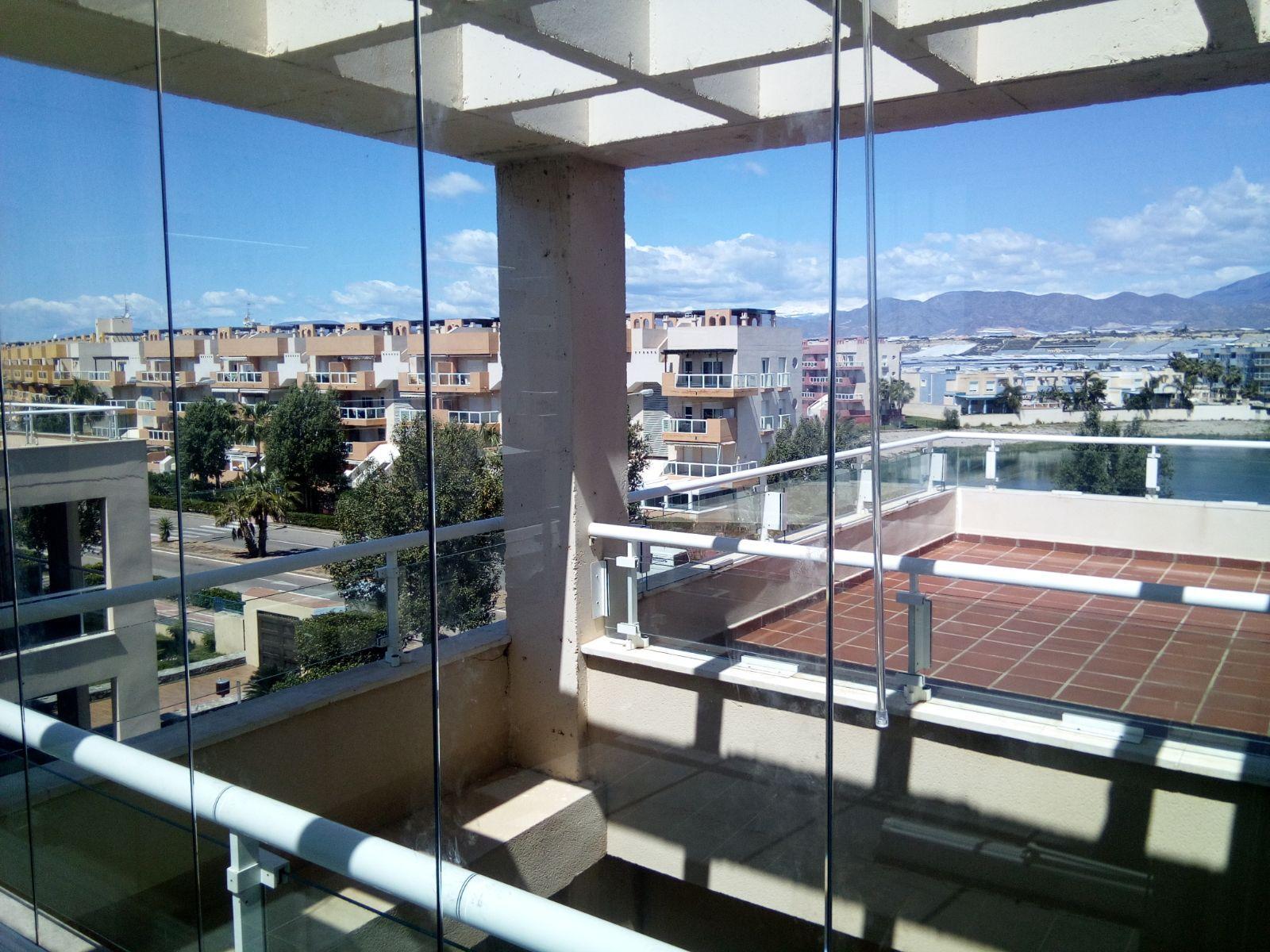 Cerramiento de terrazas con cristal en El Ejido