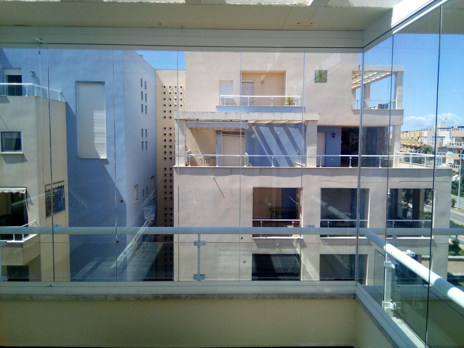 Cerramientos con cristal en Almería