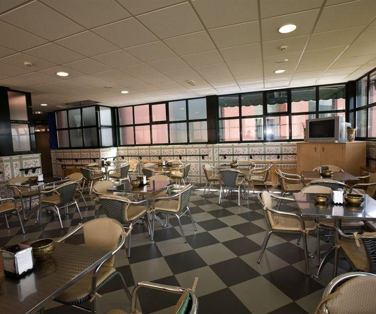 Salón comedor de nuestra residencia en Oviedo