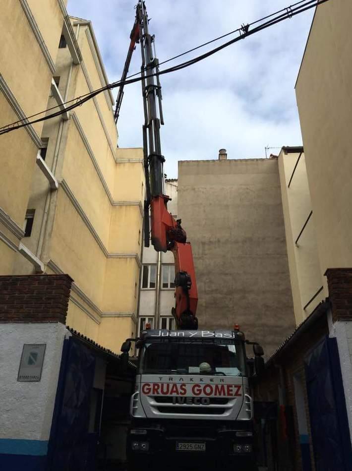 Foto 15 de Grúas (alquiler y venta) en  | Grúas y Transportes Gómez, S.L.