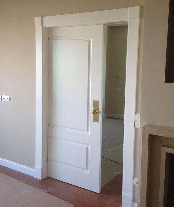 Puerta de interior corredera , lacada en blanco