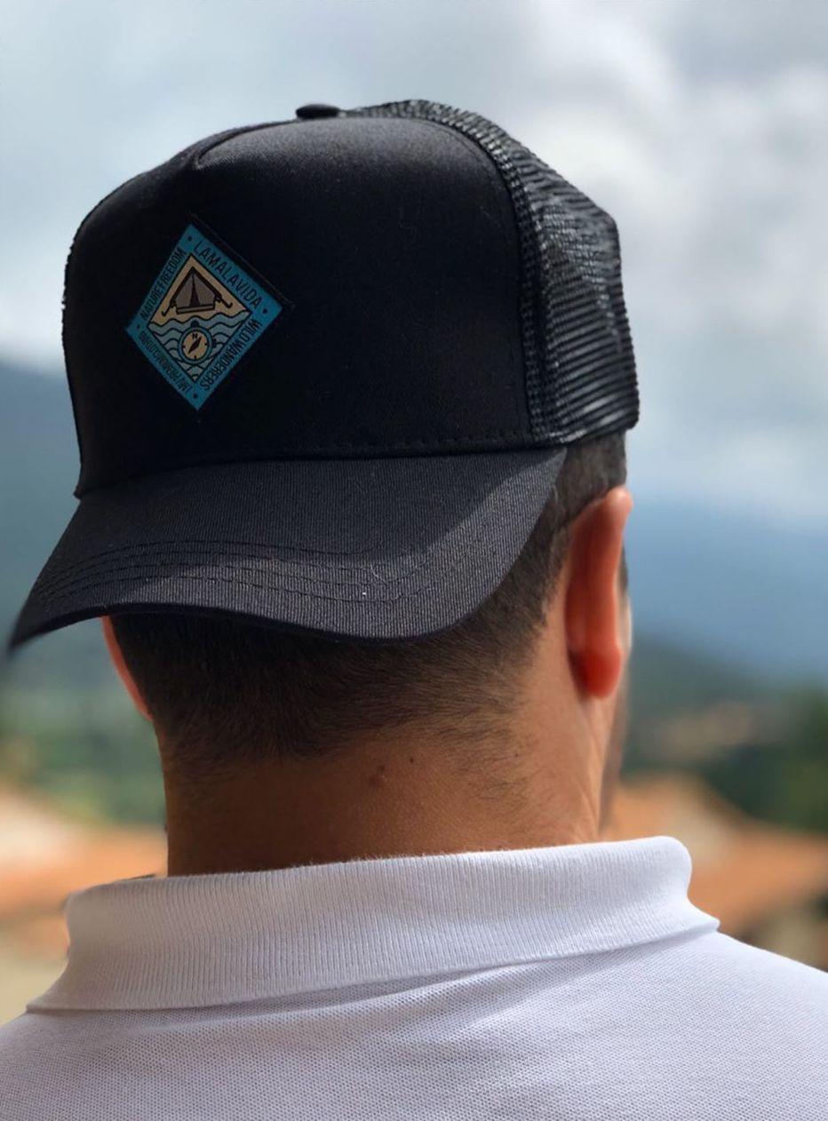 Parches bordados. ¡Así de chulos lucen en unas modernas gorras de @lamalavida_lmv!