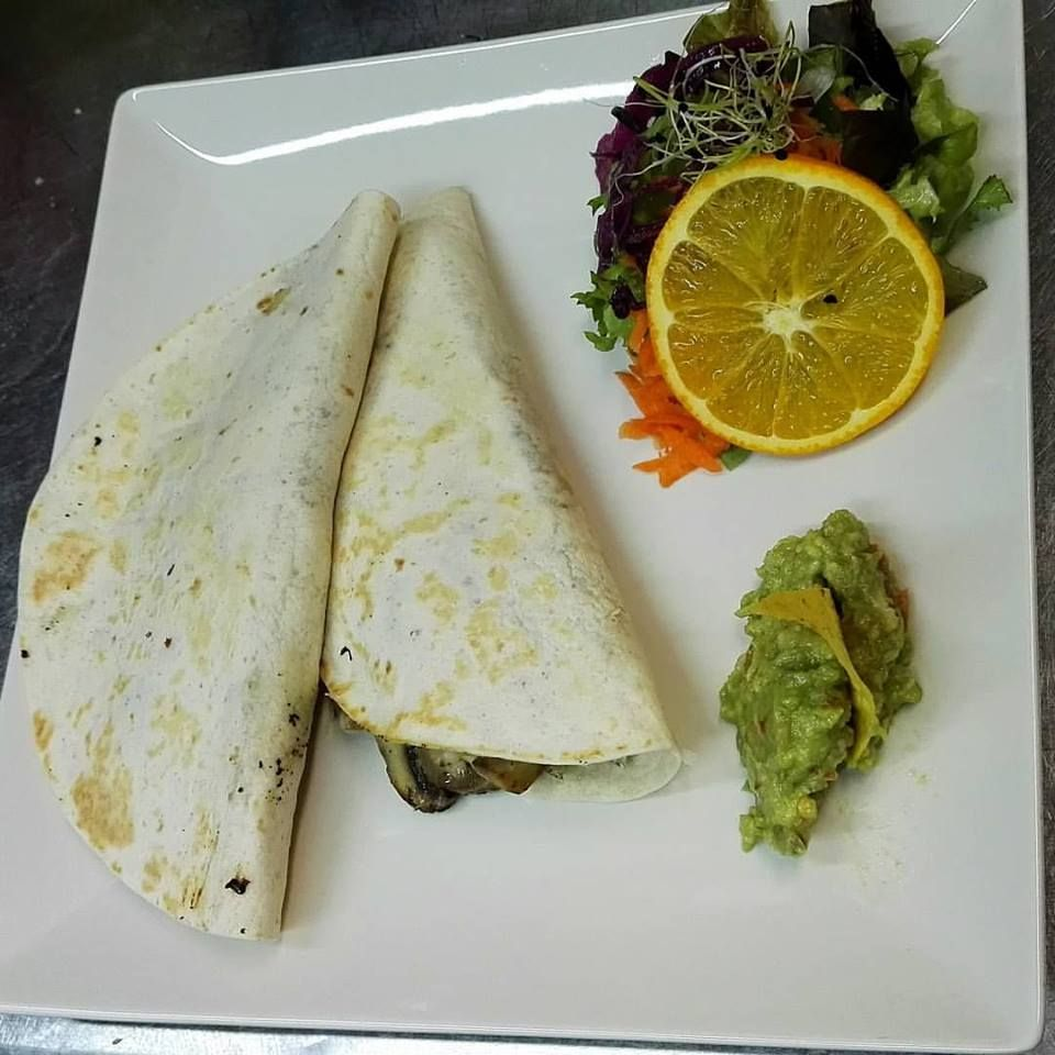 Quesadillas: Carta de Azteca Restaurante Mexicano