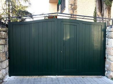 Puerta batiente de aluminio lacado