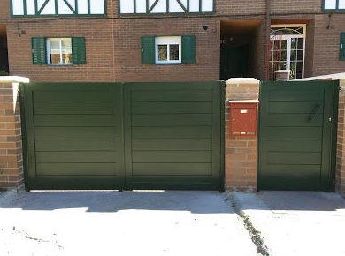 Puerta batiente de aluminio de dos hojas