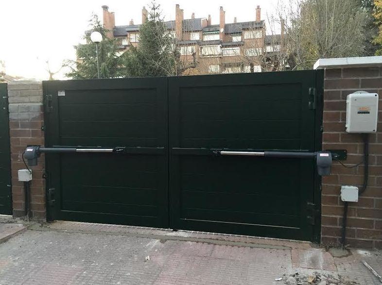 Automatismos para puerta batiente en aluminio