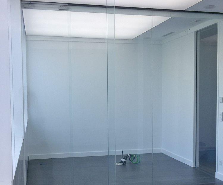 Separación de oficinas por cristaleras