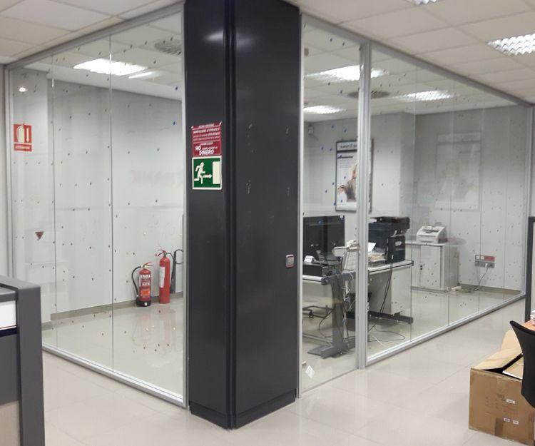 Realización de paredes de de cristal para despacho