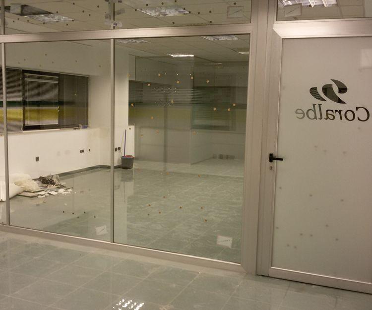 Puerta de acceso de cristal para oficinas