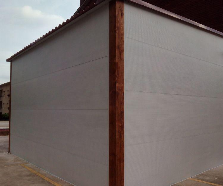 Exterior de garaje de madera en Sant Antoni de Vilamajor