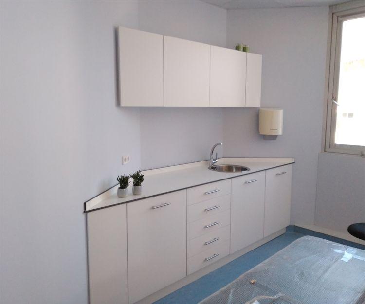 Instalación de muebles de laboratorio en Sant Antoni de Vilamajor