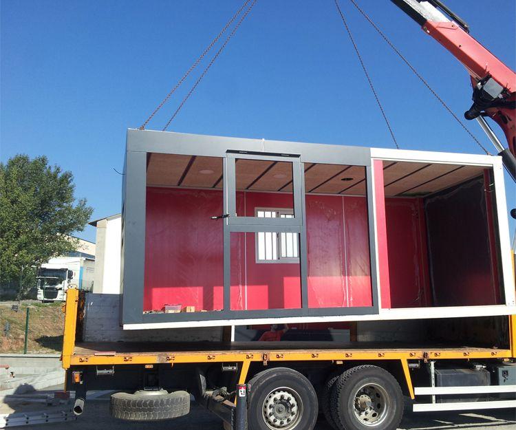 Transporte de contenedores para bar en Sant Antoni de Vilamajor