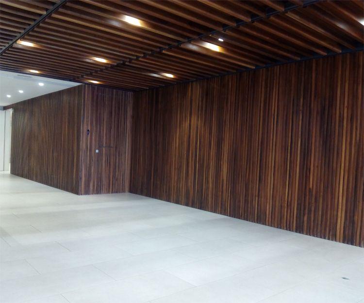 Techo y paredes de madera en Sant Antoni de Vilamajor