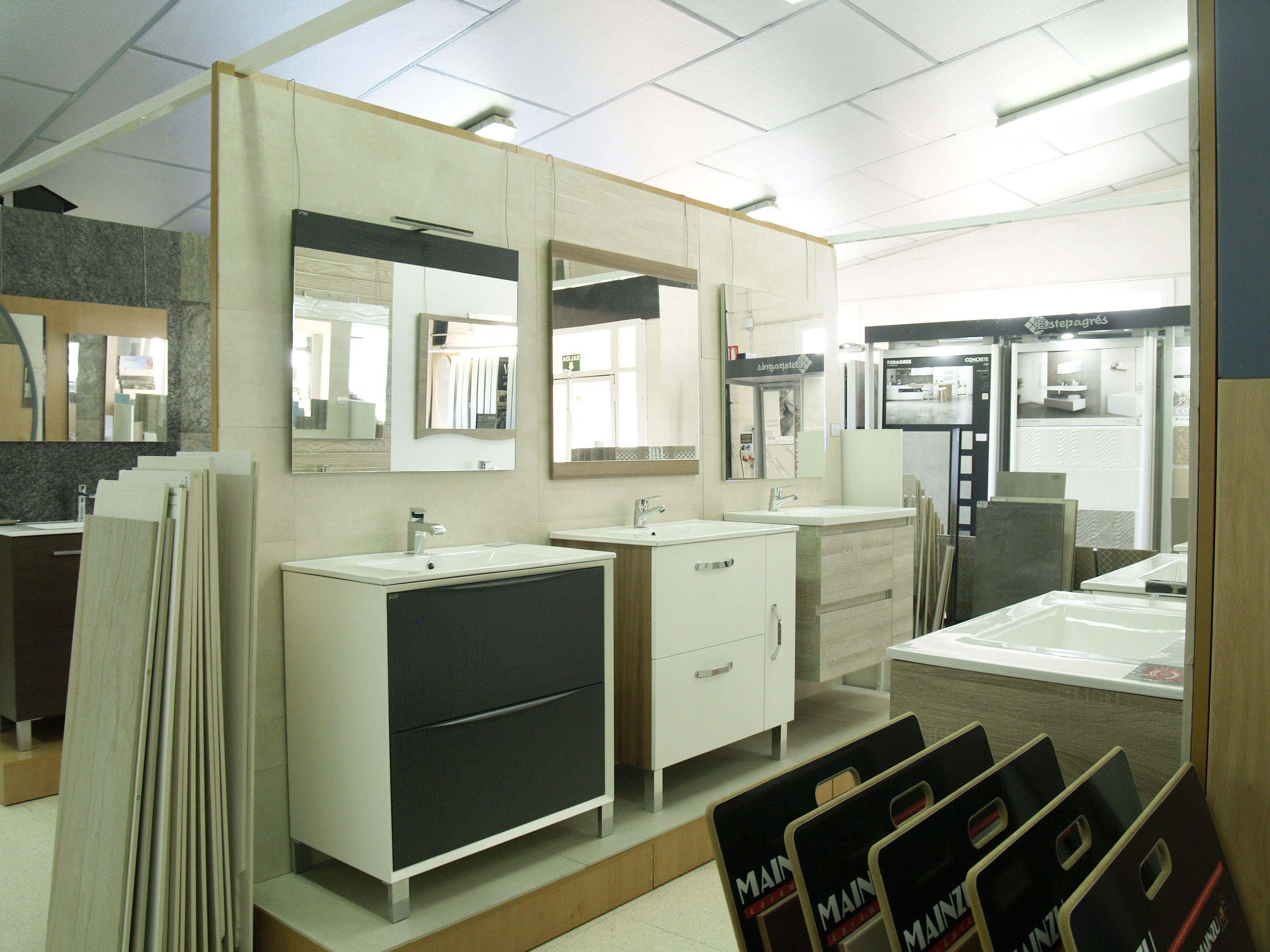 Muebles de diferentes estilos para cada baño
