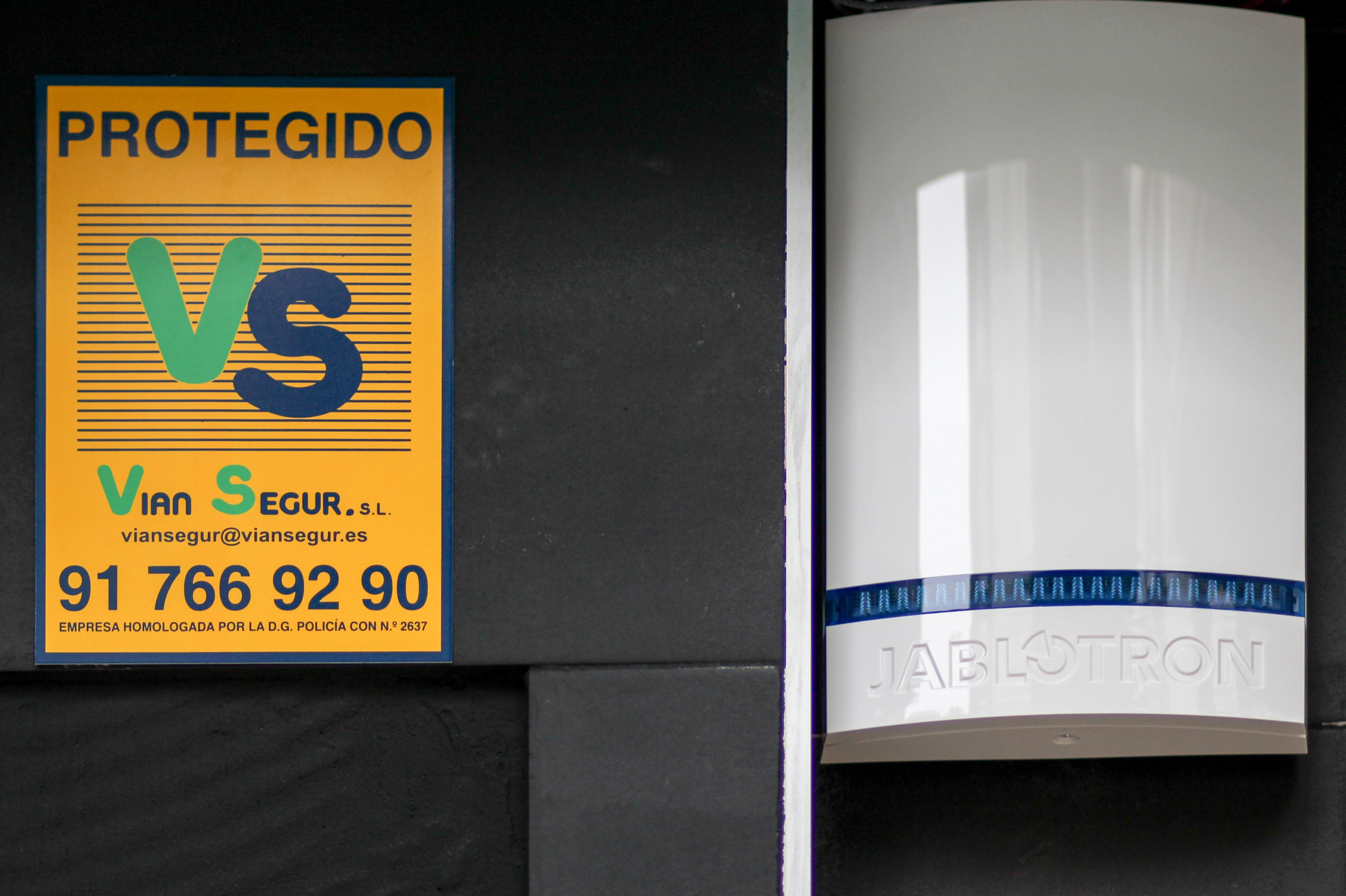Sirena Exterior y cartel Vian Segur.