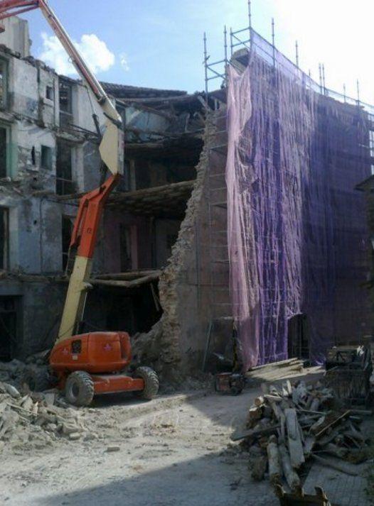 Derribos de interiores y exteriores: Servicios de Excavaciones Royo Hermanos