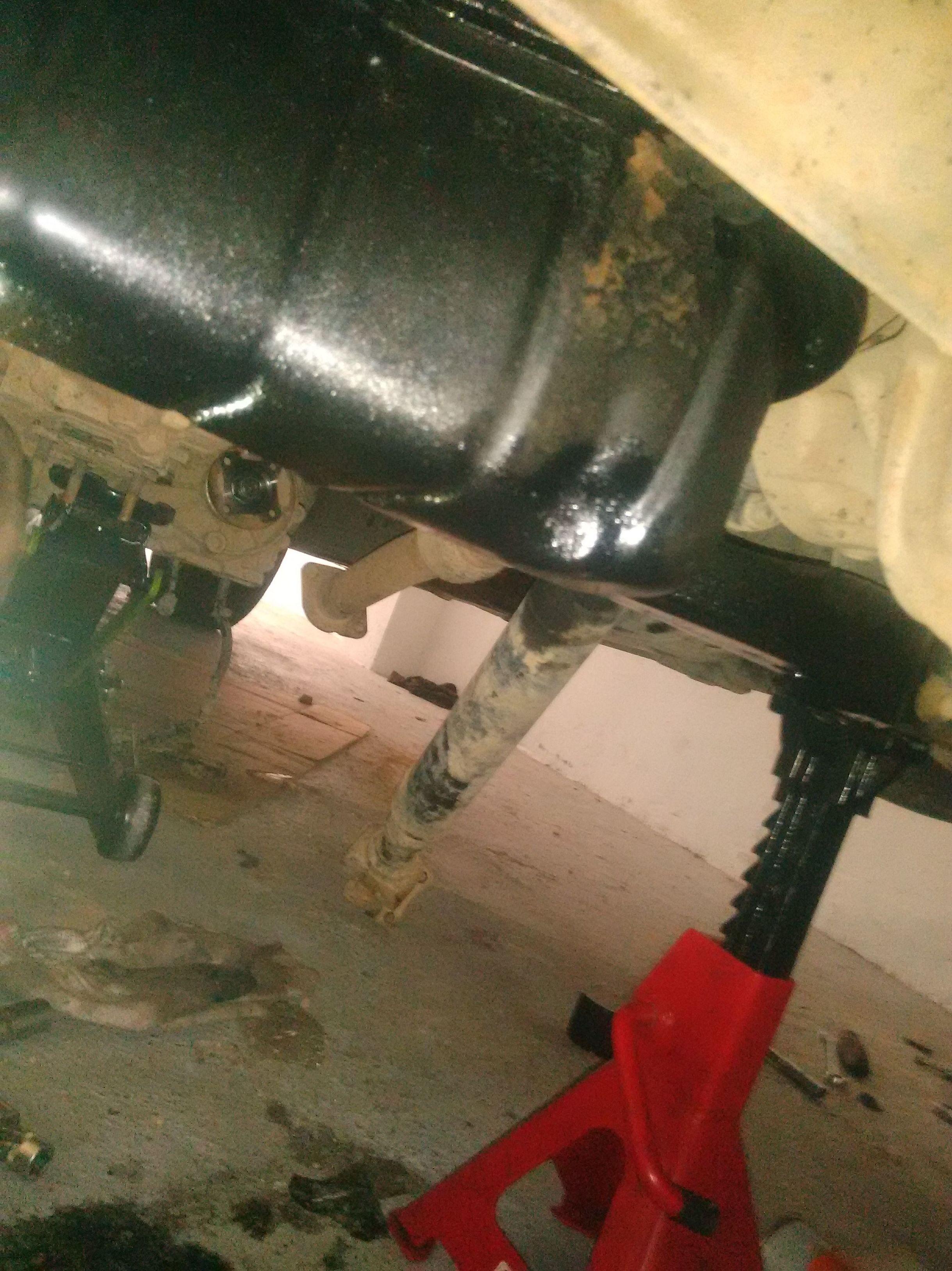 Arreglamos perdidas de aceite , en este caso un cárter  de motor con golpe fuerte ,bollado  y con una perdida de aceite importante de un 4*4 Nissan Navara