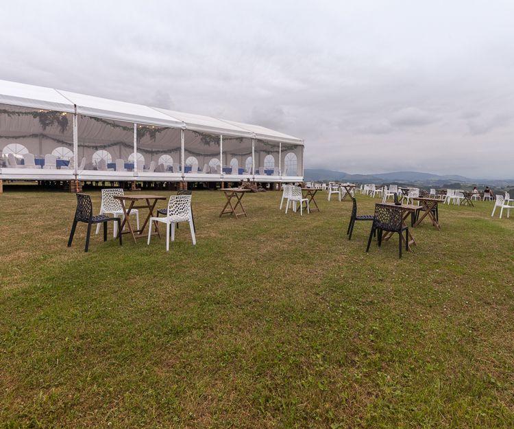 Vista exterior de carpa para evento