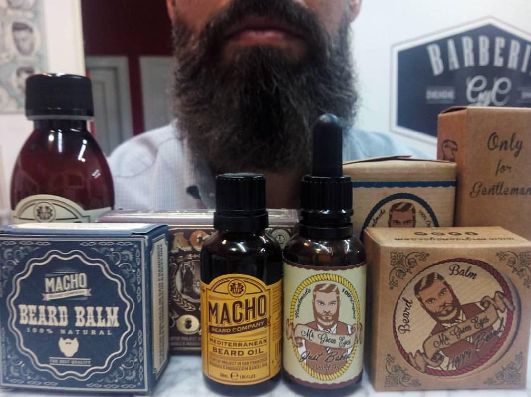 Arreglo y cuidado de barba y bigote.: Catálogo de Barbería GyC
