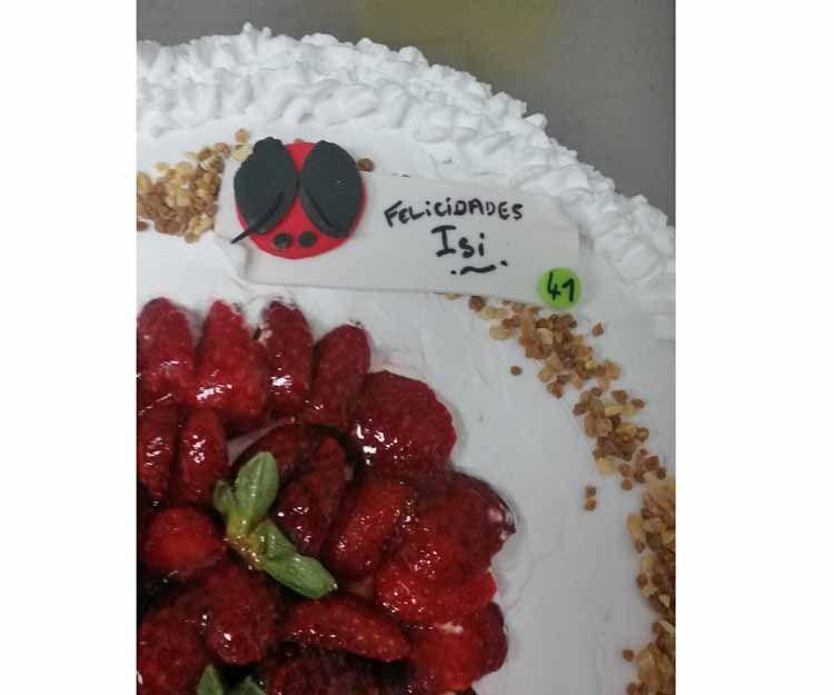 Detalle de tarta de frutas vegana en Madrid sur