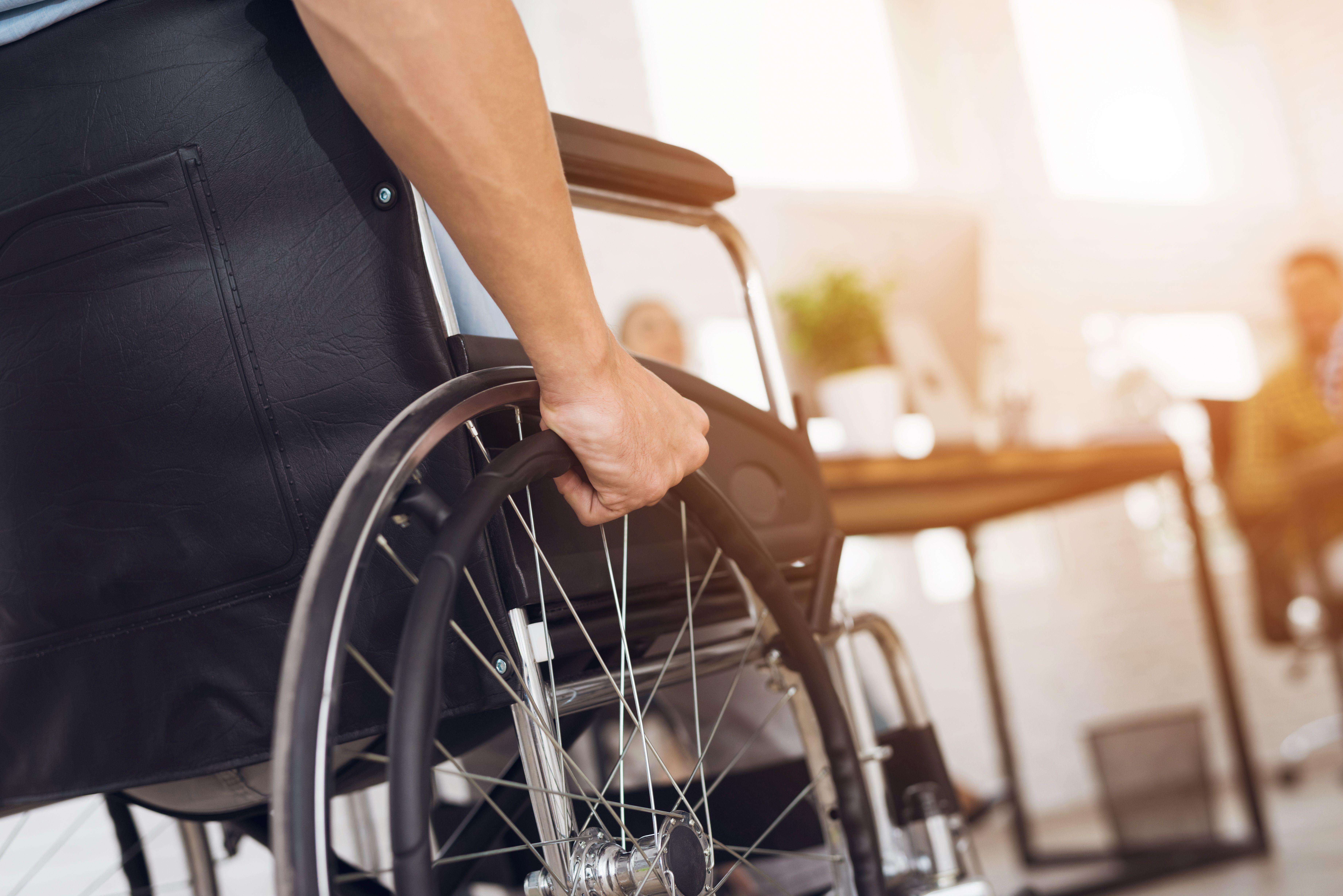 Alquiler de sillas de ruedas y camas articuladas